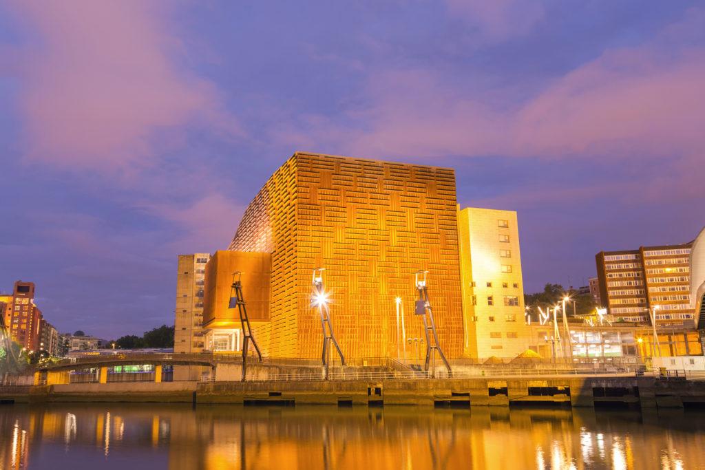 ビルバオの近代的な建物
