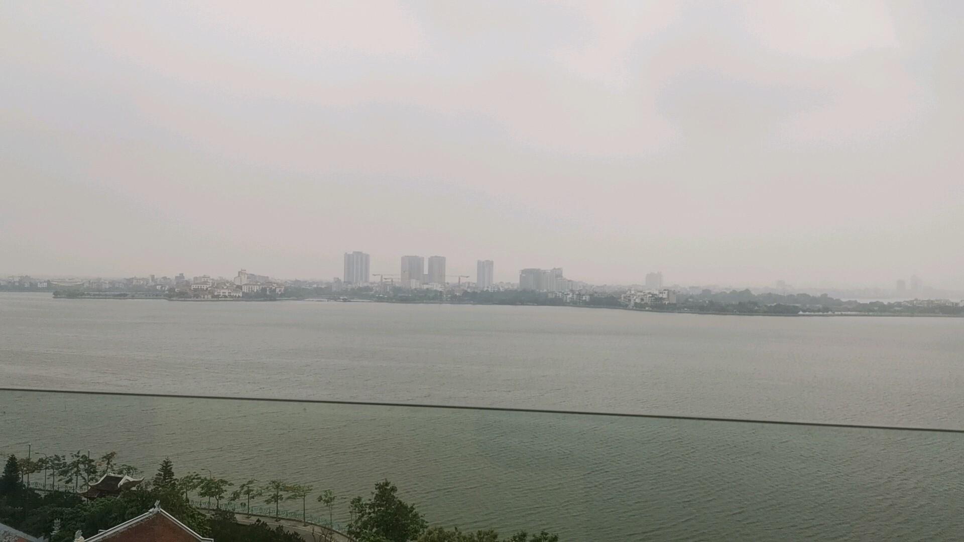 タイ湖遠望