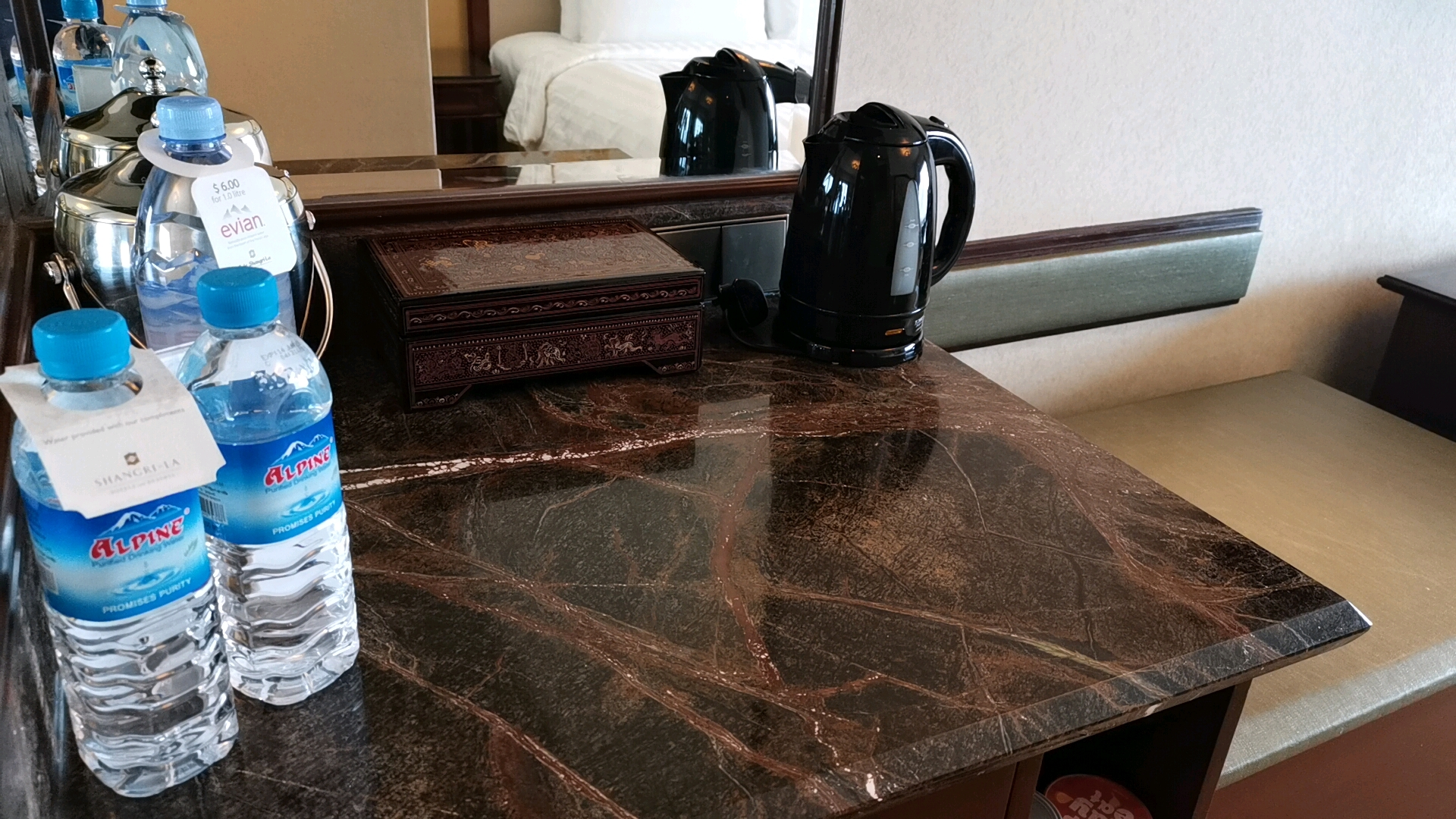 ヤンゴン 高級 5つ星 ホテル スーレーシャングリラ