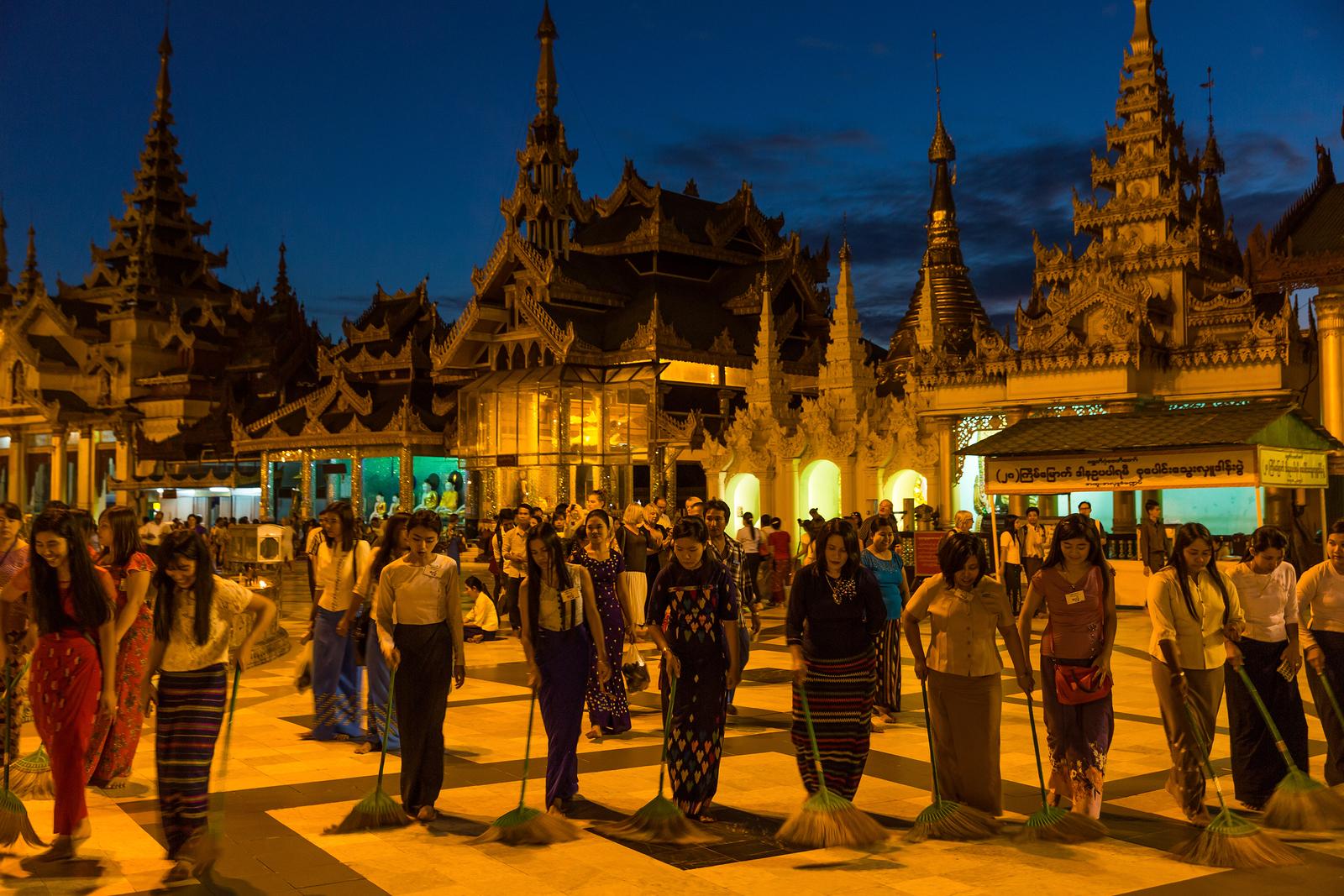 ヤンゴンの街角の風景