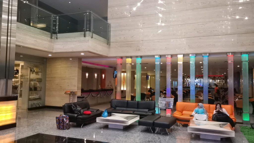 FM7リゾートホテルジャカルタエアポートのロビーの装飾