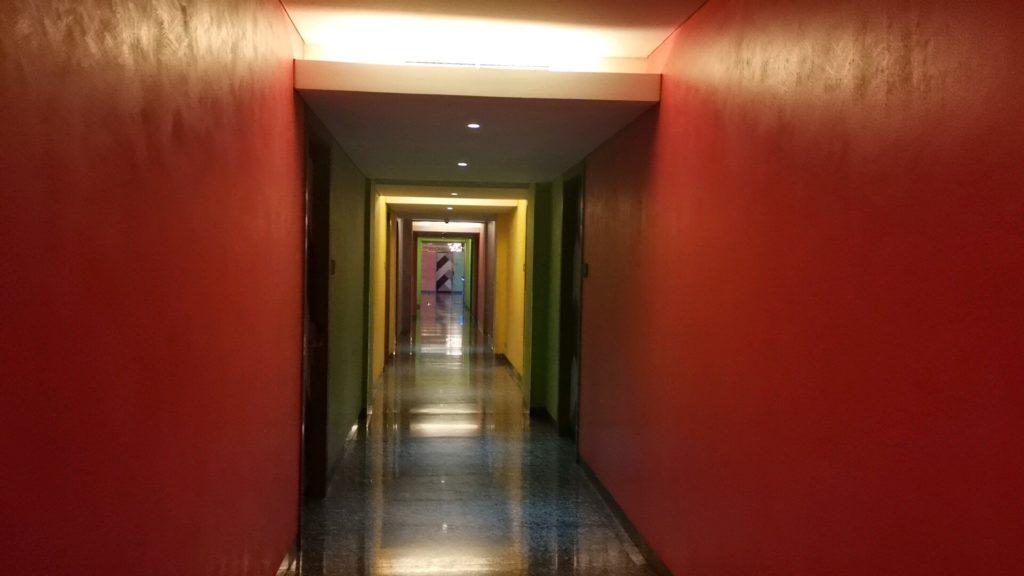 FM7リゾートホテルジャカルタエアポートの廊下