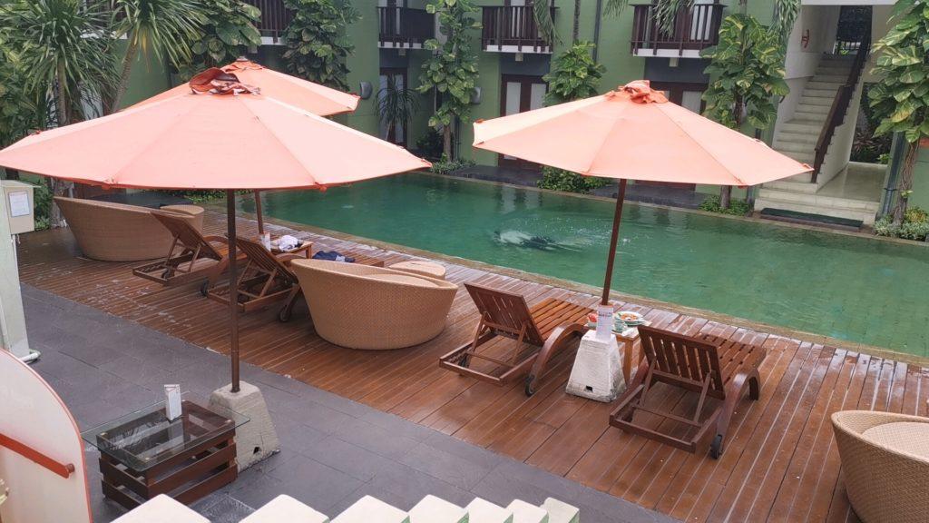 ハリスホテルトゥバンバリのプール