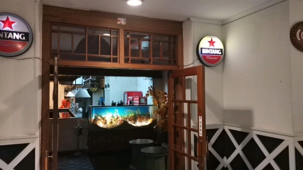 ホテル内のバー