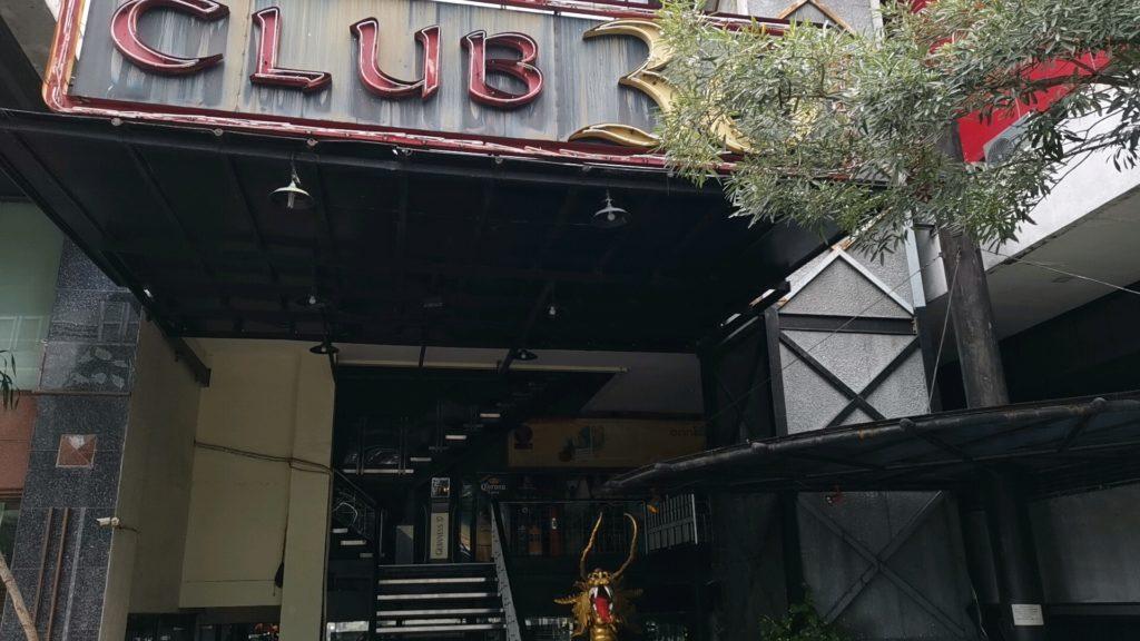 ホテルのナイトクラブ