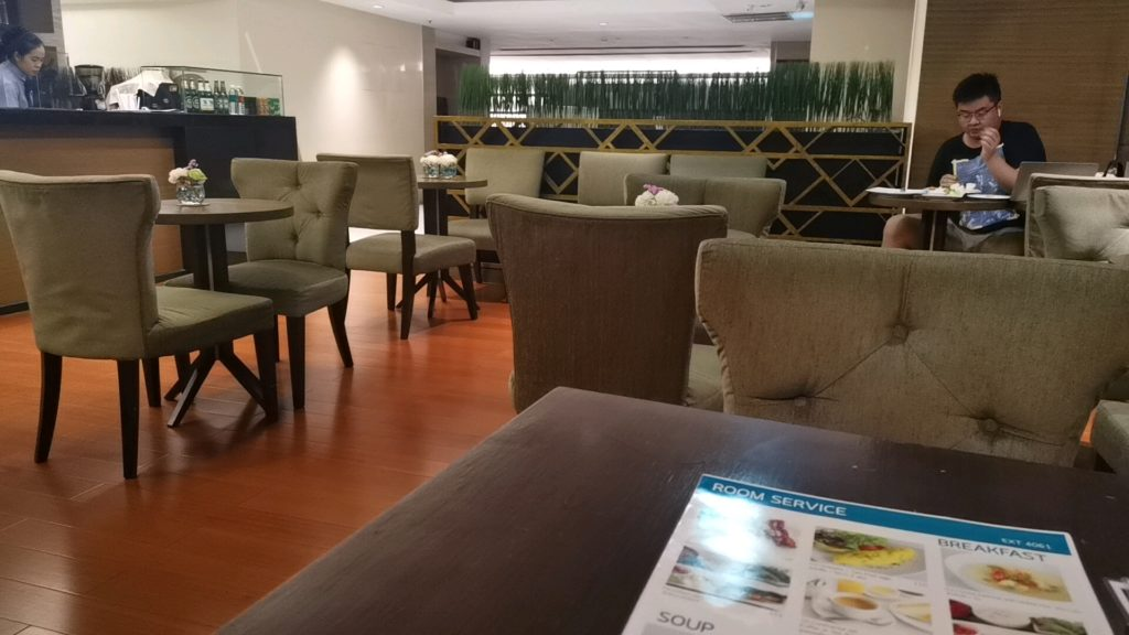 ジャスミンシティホテルのプールサイドレストラン