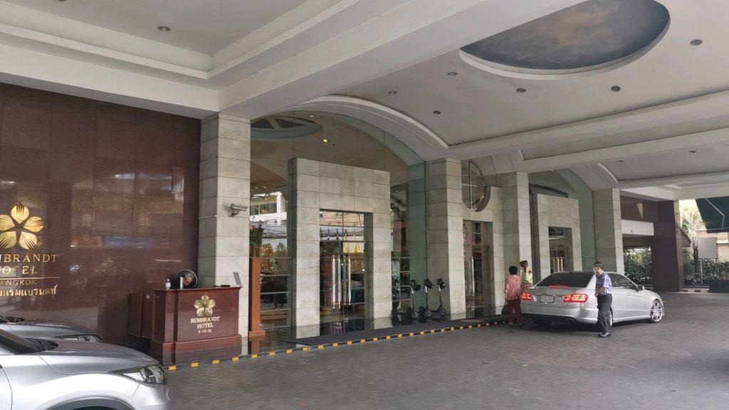 レンブラントホテル入口