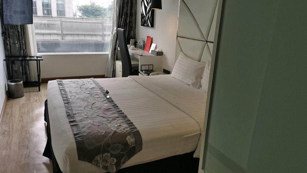 スクインビットスイーツホテルのベッド