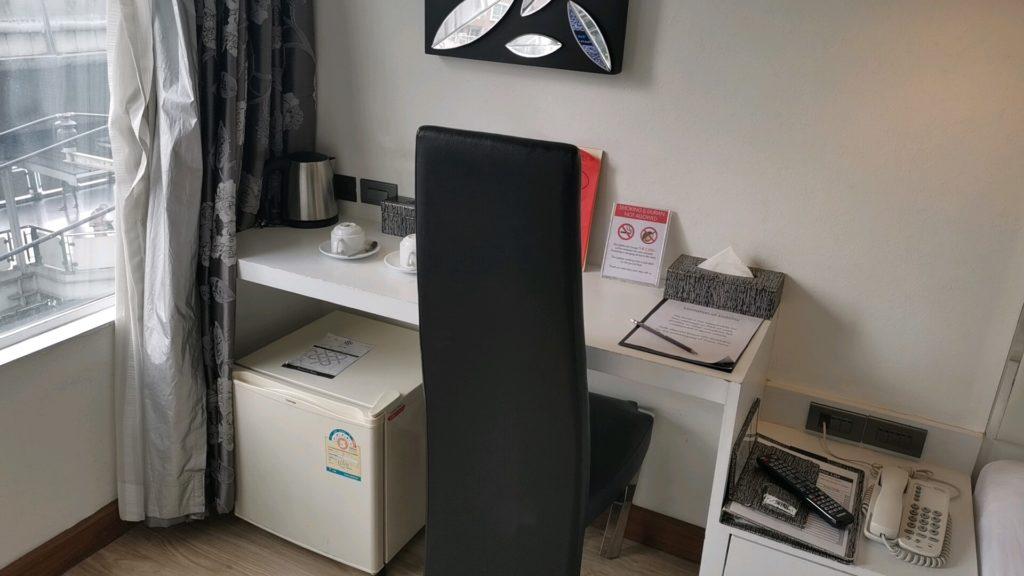 スクインビットスイーツホテルの作業机