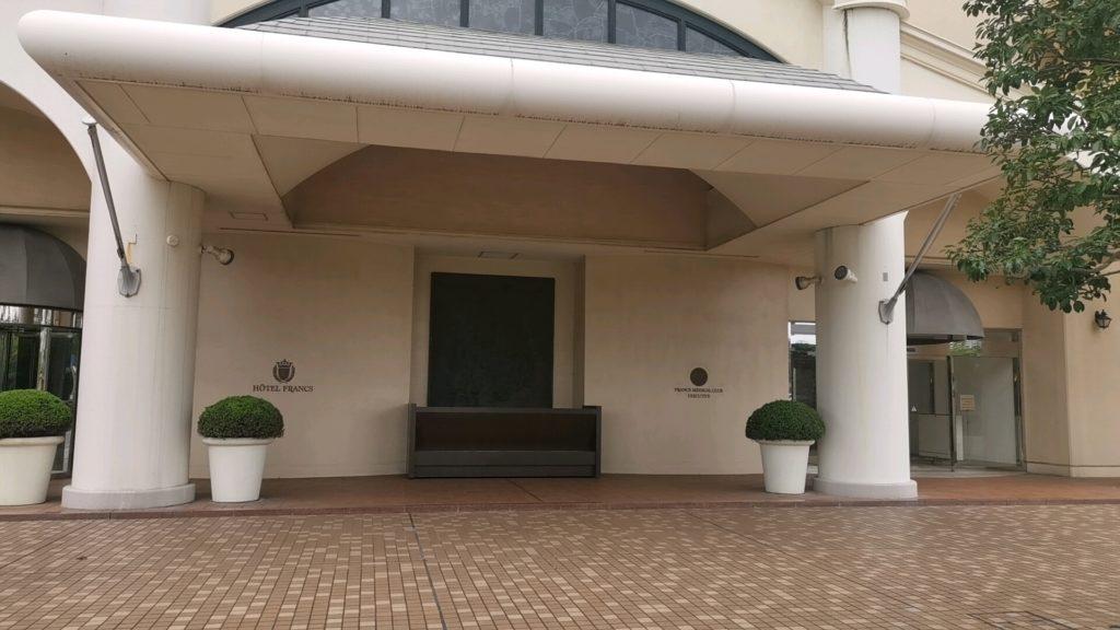 ホテルフランクスの入口
