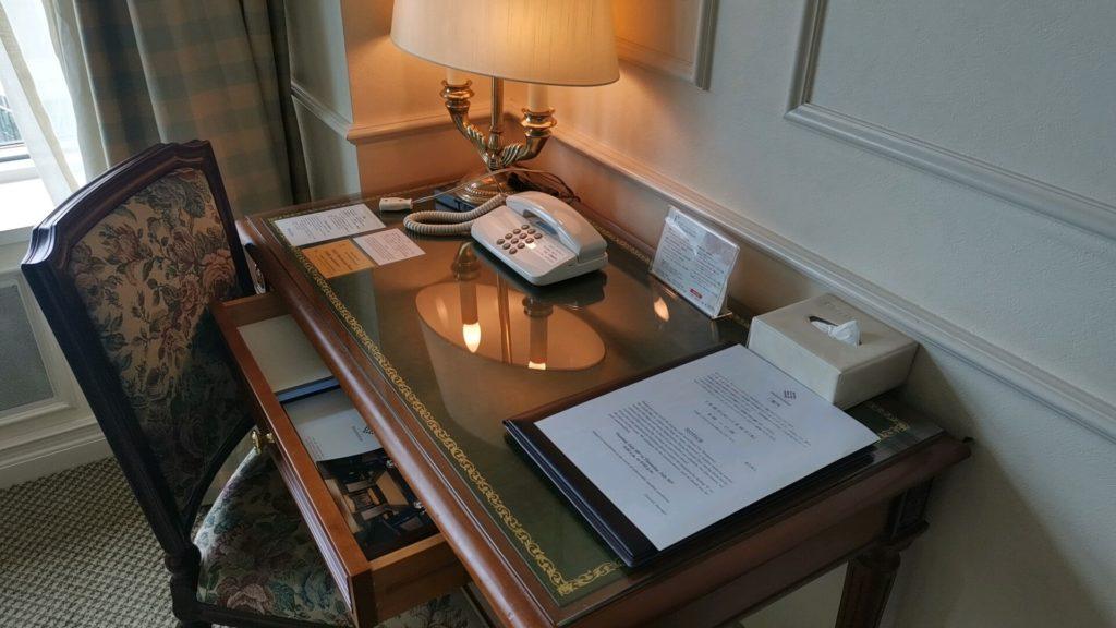 客室の作業机